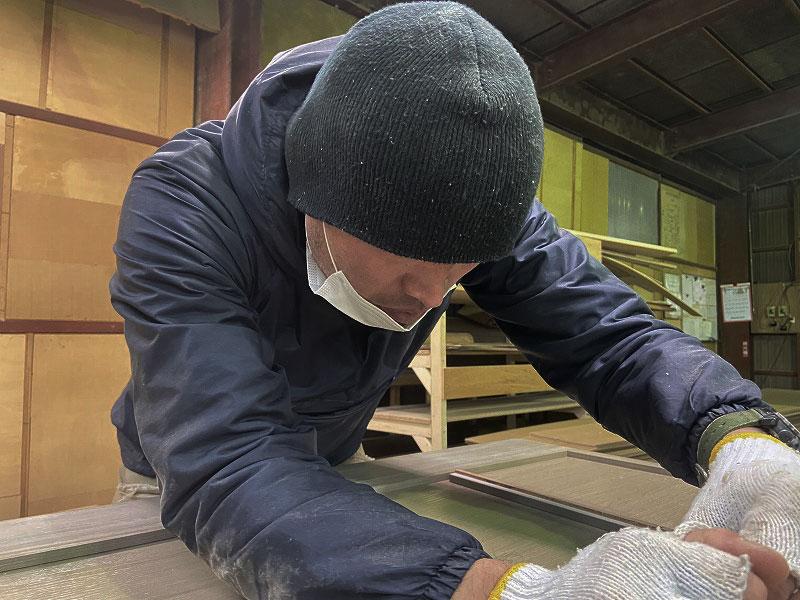 社長写真 共栄産業 特注の板 建具の製造 販売 施工 飛騨古川